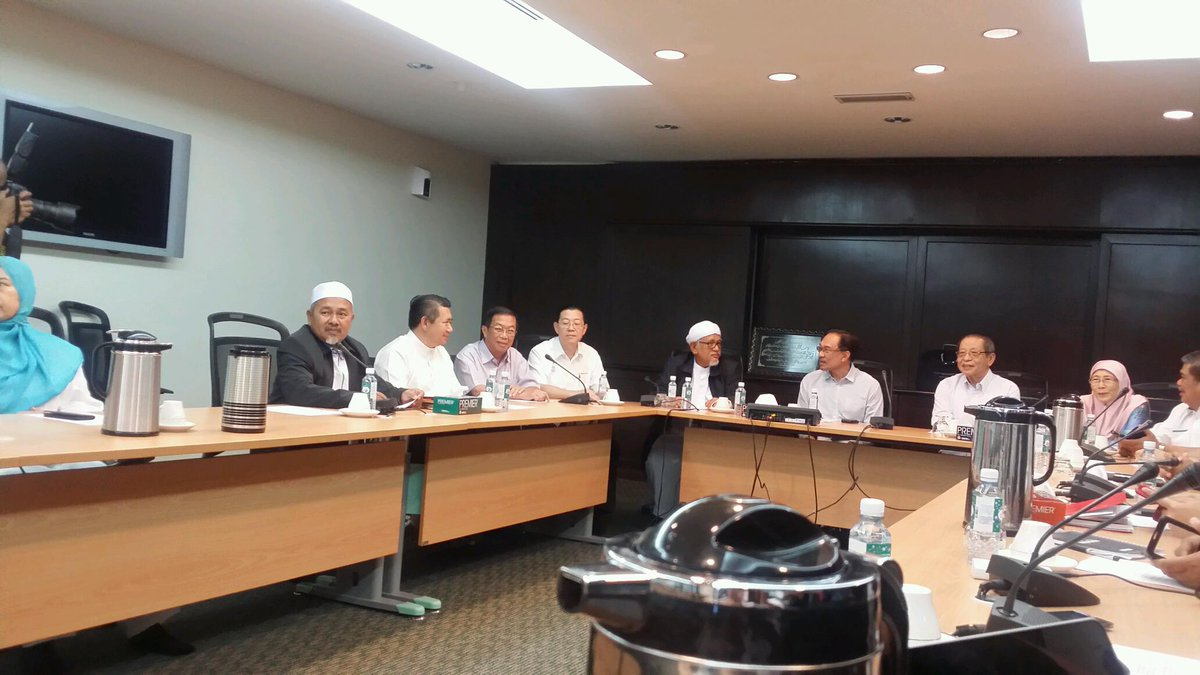 Attending PR council meeting in KL now. All the leaders r present. Meeting just started with DS Anwar presiding http://t.co/p5xcddnam6