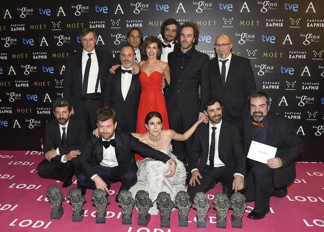 Por este maravilloso equipo.Por el cine, por los sueños,y sobre todo por vosotros, amigos y espectadores. GRACIAS http://t.co/TgyiTXFEdO