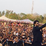 Arjun Kapoor takes a selfie at #VIT in #Vellore with 10000 screaming students. What an event @arjunk26 http://t.co/YWGCZh5Zgb