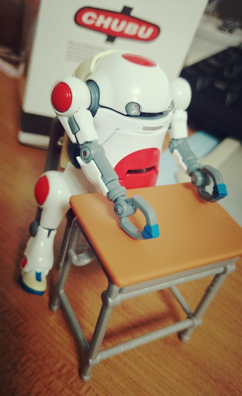 ガチャ机と椅子に無理やり着席できないこともない。 #ウィーゴ http://t.co/d26ug18GCT