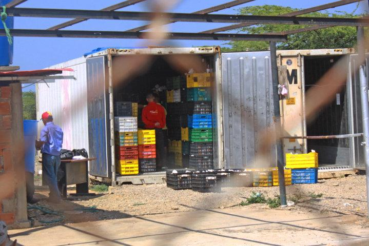 SuNoticiero (@SuNoticiero): Habrían localizado 45 mil kilos de alimentos PODRIDOS en camiones de PDVAL http://t.co/tKWGieYWfj http://t.co/PJiNLbU5OB