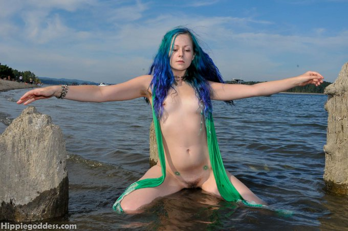2 pic. today at #hippiegoddess.  #naturalandhairy, #nakedhippie, Aurora Boriallis.  #fullbush, #hairypits