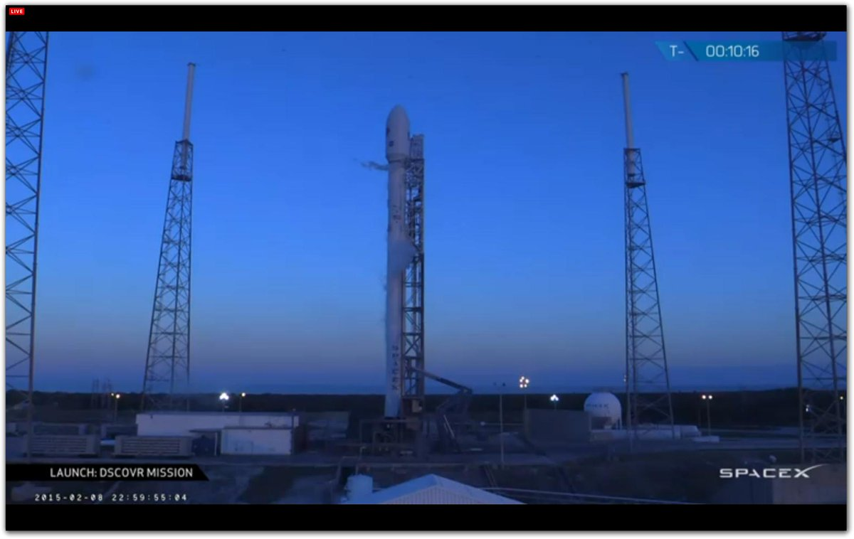 Beautiful twilight scene of #Falcon9 on the pad. 10 minutes before launch of #DSCOVR satellite @NASA @SpaceX http://t.co/H1YdD42g2c