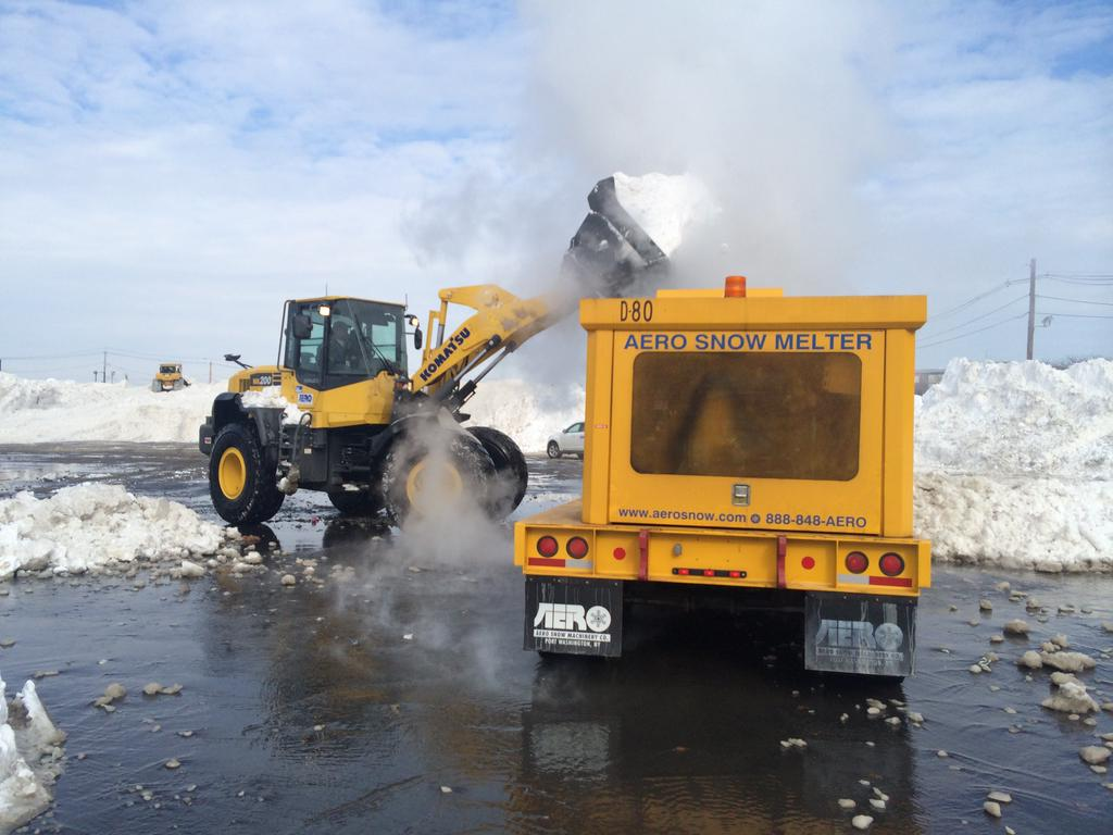Snow melters are melting 400 tons of snow per hour at the city's snow farms in anticipation of more snowfall #BOSnow http://t.co/s2z82zmy7D