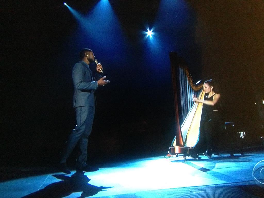 .@Usher's voice is smoooooth. #GRAMMYs http://t.co/dNXwNzCvLC