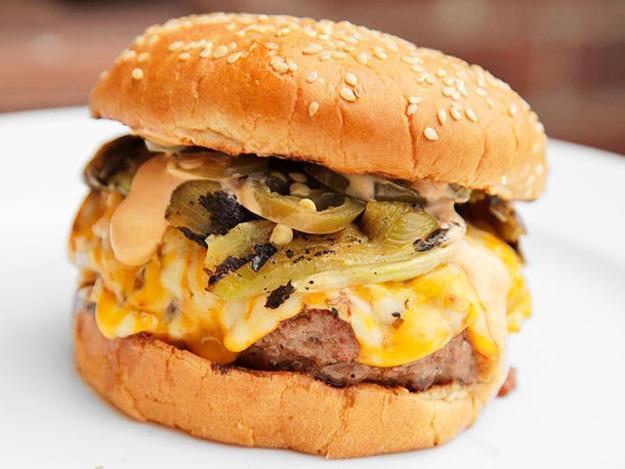 """@NextLevelEats: Quadruple Chili Cheeseburgers: http://t.co/xkz3Eb96pt #FoodPorn #cheeseburger http://t.co/g8lOMIvUfe"" @DawnMichele1968"