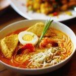 Kalau Bandung lagi dingin gini enaknya makan Laksa Singapore dari @AnataCafe yah! Bikin perut anget seharian.. http://t.co/heXic7WXxV