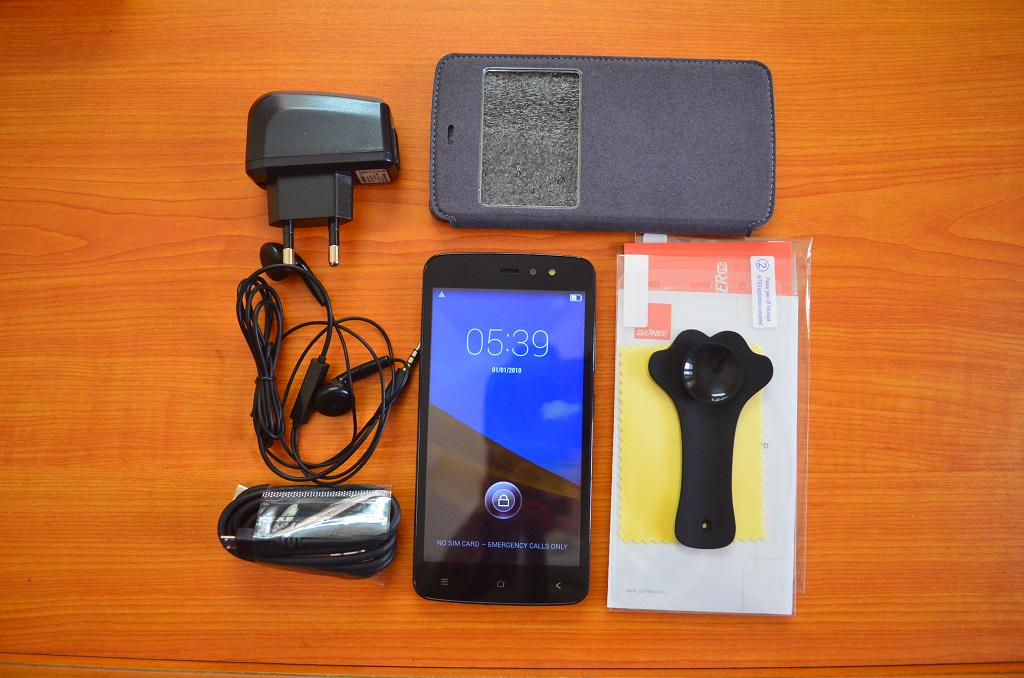 Here are the goodies available in @GioneeIndia box packing http://t.co/p283FZlxX7