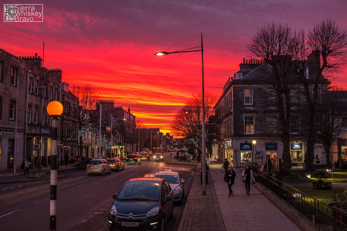 A stunning sunset captured in St Andrews over the weekend by Spencer Bentley - isn't it spectacular? http://t.co/HtUJO2v14N