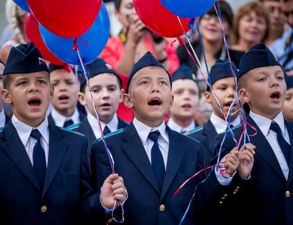 Хоть Гимн выучат RT @GazetaRu: Калужские школьники перед уроками будут исполнять гимн России http://t.co/cHlsKHdHlz http://t.co/6KXCtPObOr