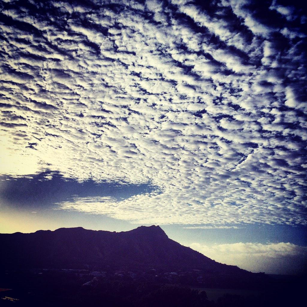 Clouds over Diamond Head #roomwithaview #LetHawaiiHappen http://t.co/61sOutxa3F