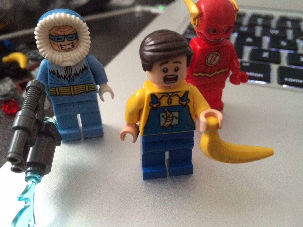 Let's talk about how LEGO snuck an Arrested Development gag into this Grodd set http://t.co/nZ7LffYFat