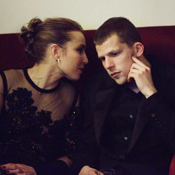 Noomi chatting with Jesse Eisenberg at the @BAFTA awards in London recently #noomirapace http://t.co/1ccDDVsyHy