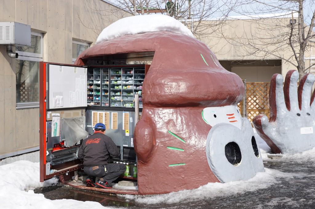頭部バルカン砲の給弾作業 #違います #Asahiyama_zoo http://t.co/aYuhfaBw7J