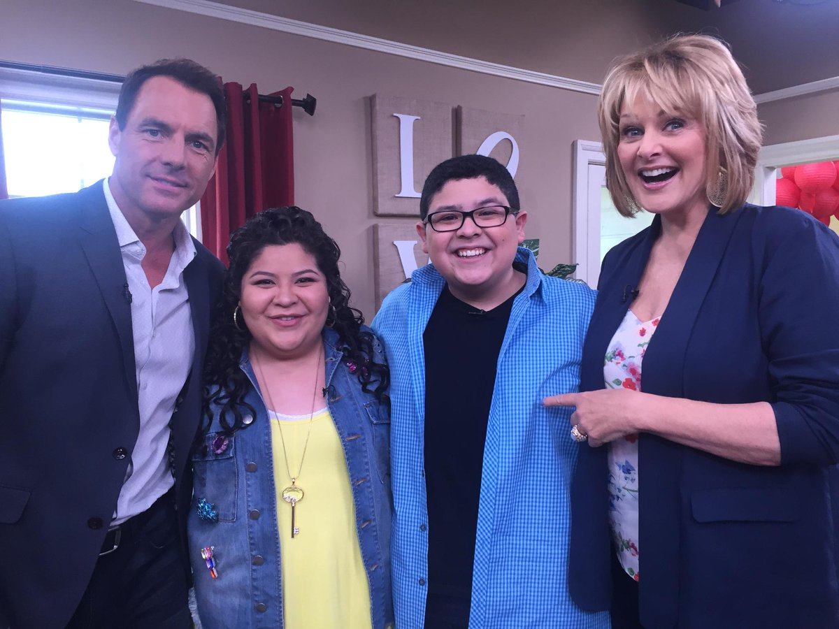 ADORE these 2 Had the best time getting to know siblings @Raini_Rodriguez @StarringRico @ModernFam @PaulBlartMovie 2! http://t.co/Pf2IBBb7OT