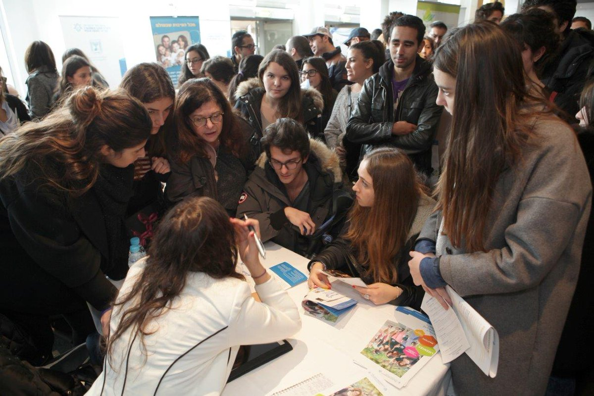 We have never seen this many people at an Aliyah event...8,000 attend Aliyah information event in France this week http://t.co/fHQsF8unmn