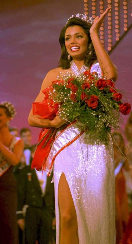 20 yrs ago, today, I was honored to be crowned #MissUSA1995. I ❤ my #MUO Family & I ❤ y'all! More celebration to come http://t.co/qFJULxbFJz