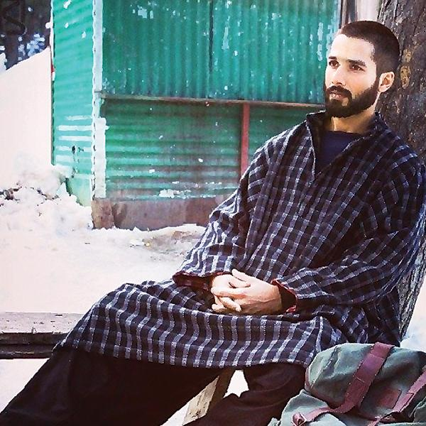 ARTICLE - Real aping reel: Kashmir valley gripped by #Haider pheran fever http://t.co/rxW35U73k6 http://t.co/jXfCKhf5MV
