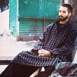RT @shahidkapoorFC: ARTICLE - Real aping reel: Kashmir valley gripped by #Haider pheran fever http://t.co/rxW35U73k6