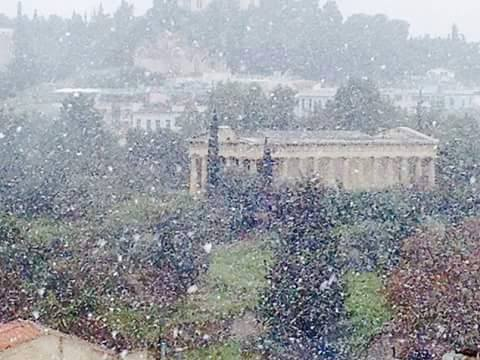 Good morning from snowy #Athens! #THISISATHENS!!  Get ready to go skiing!! http://t.co/fibELi69M6