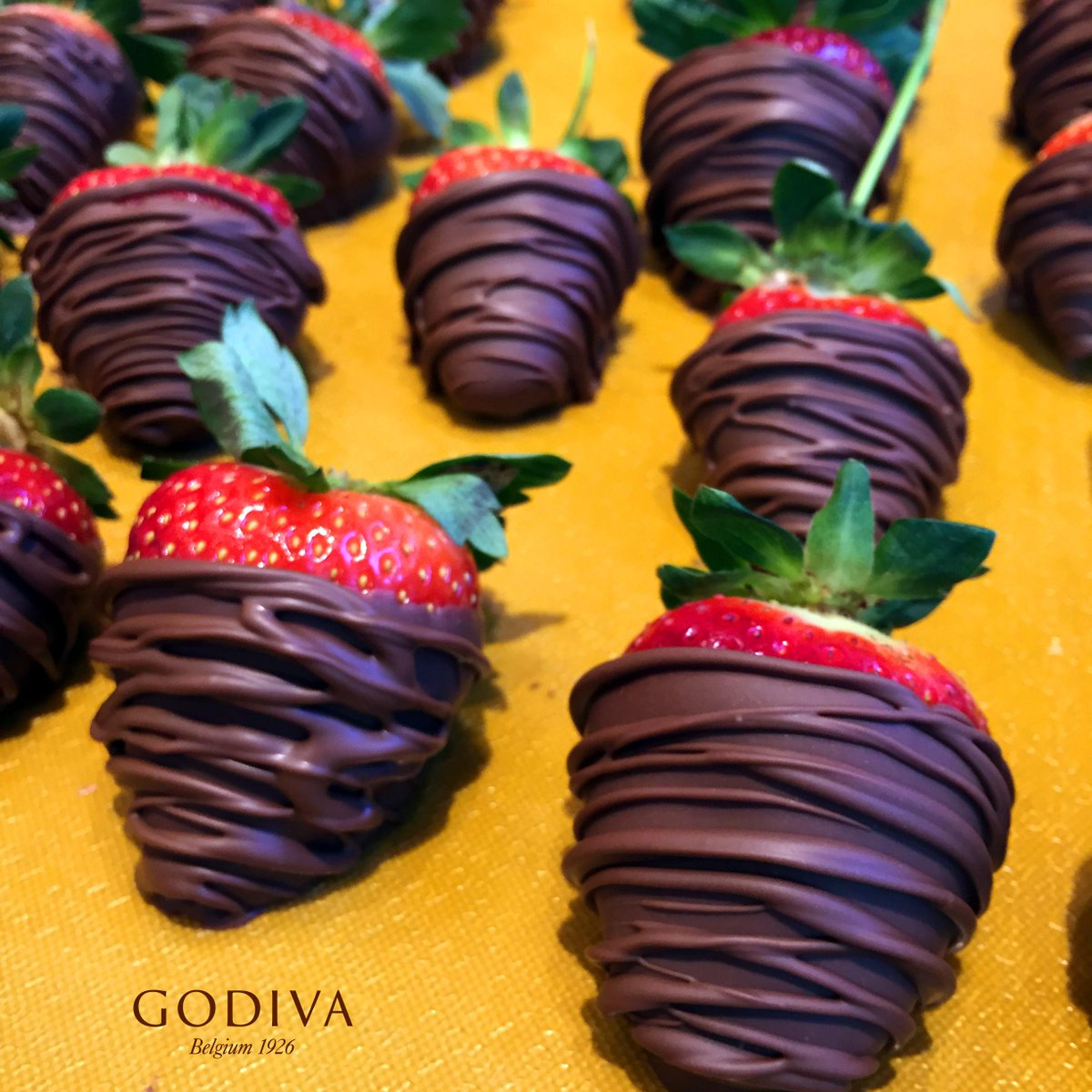 There are no overtime miracles on #ValentinesDay, but there is same-day delivery from GODIVA: http://t.co/8YQg1vO2fn http://t.co/spgqx4mJpM