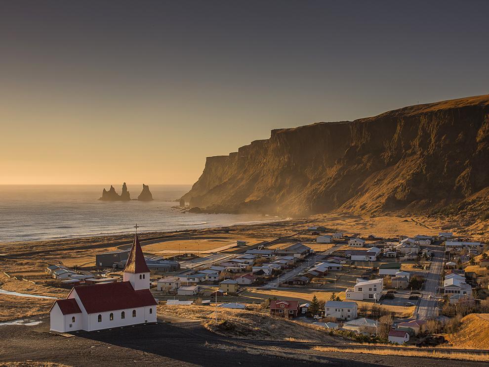 RT @ITG_Spain: Sunrise over Iceland's village of Vík í Mýrdal @icelandinspired http://t.co/yowshPfoEQ