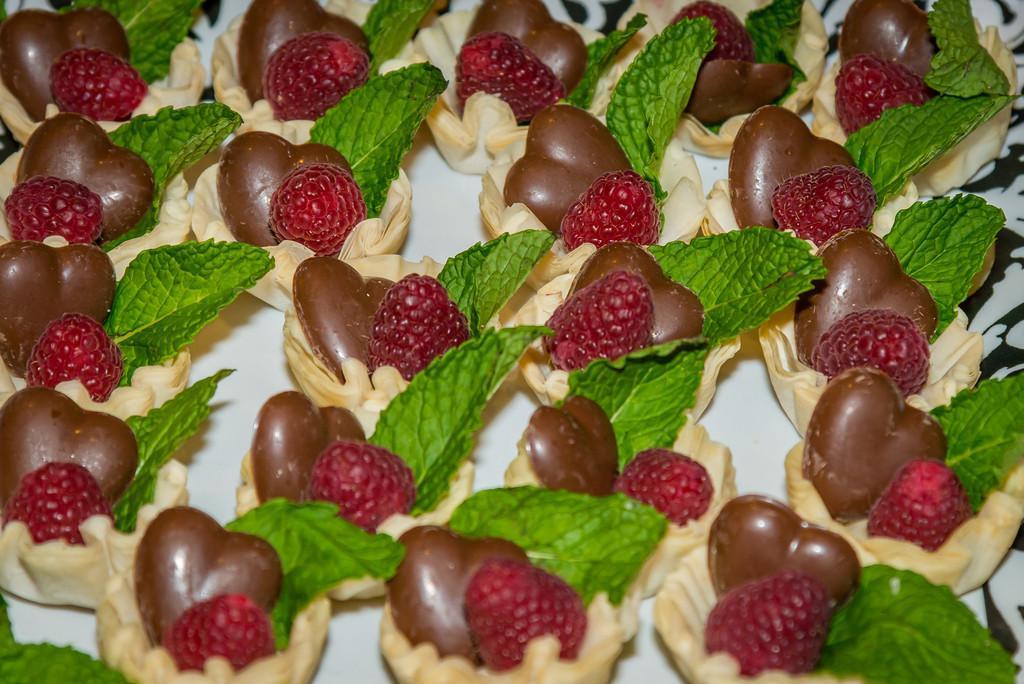 Don't miss @ymcaloudoun 's Chocolates Galore & More event @LansdowneResort Feb 20! http://t.co/Wjz9YaaLZm http://t.co/nzLhIBplFs