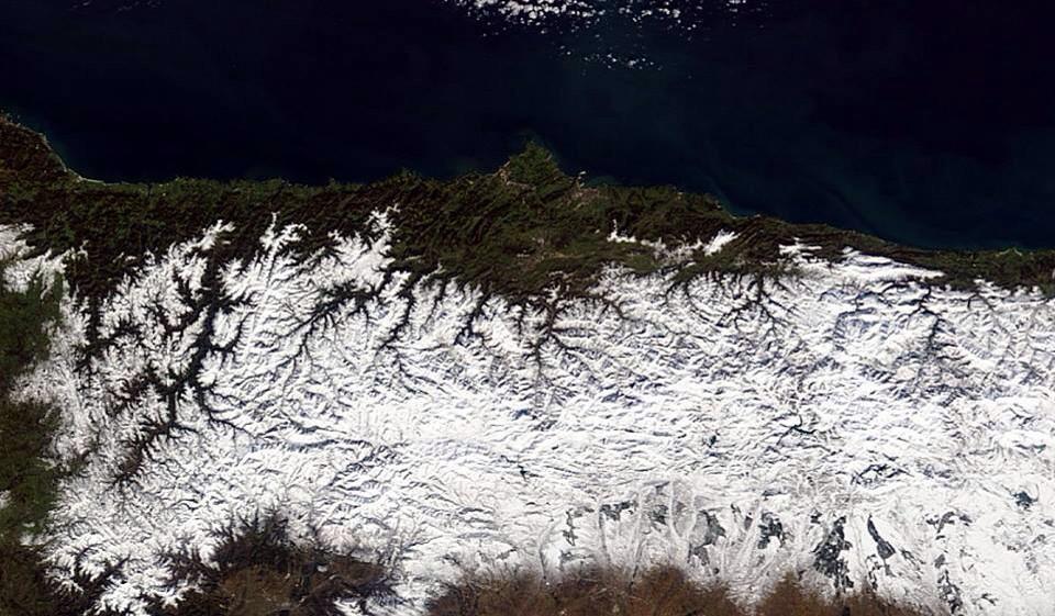 Por si alguien aún duda de que #Asturias es la #Invernalia de #JuegoDeTronos aquí está el Meteosat para recordarlo http://t.co/D1a1zI2SiR