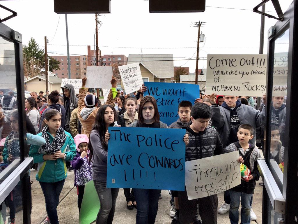 Current scene at the doors of #Pasco City Hall, protesting against the officer-involved shooting yesterday. http://t.co/eSaqBRRcZY