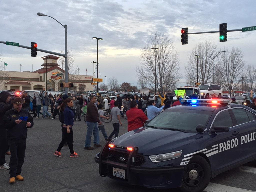 Protestors marching in circles in the intersection at 10th and Lewis in #Pasco http://t.co/xsYtGtPk6h