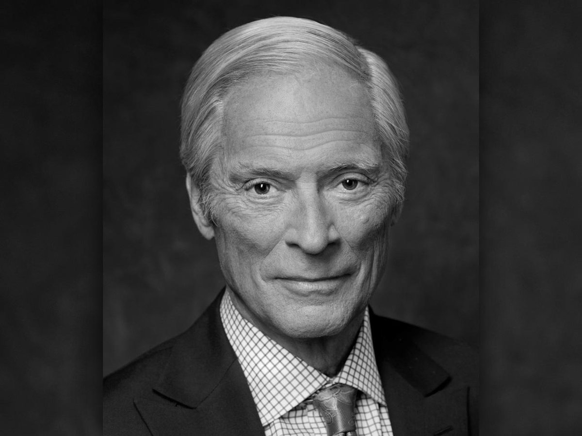 60 Minutes mourns the loss of correspondent Bob Simon, who died tonight at age 73: http://t.co/tJK0uRpLTR http://t.co/A5KlkyAW9X