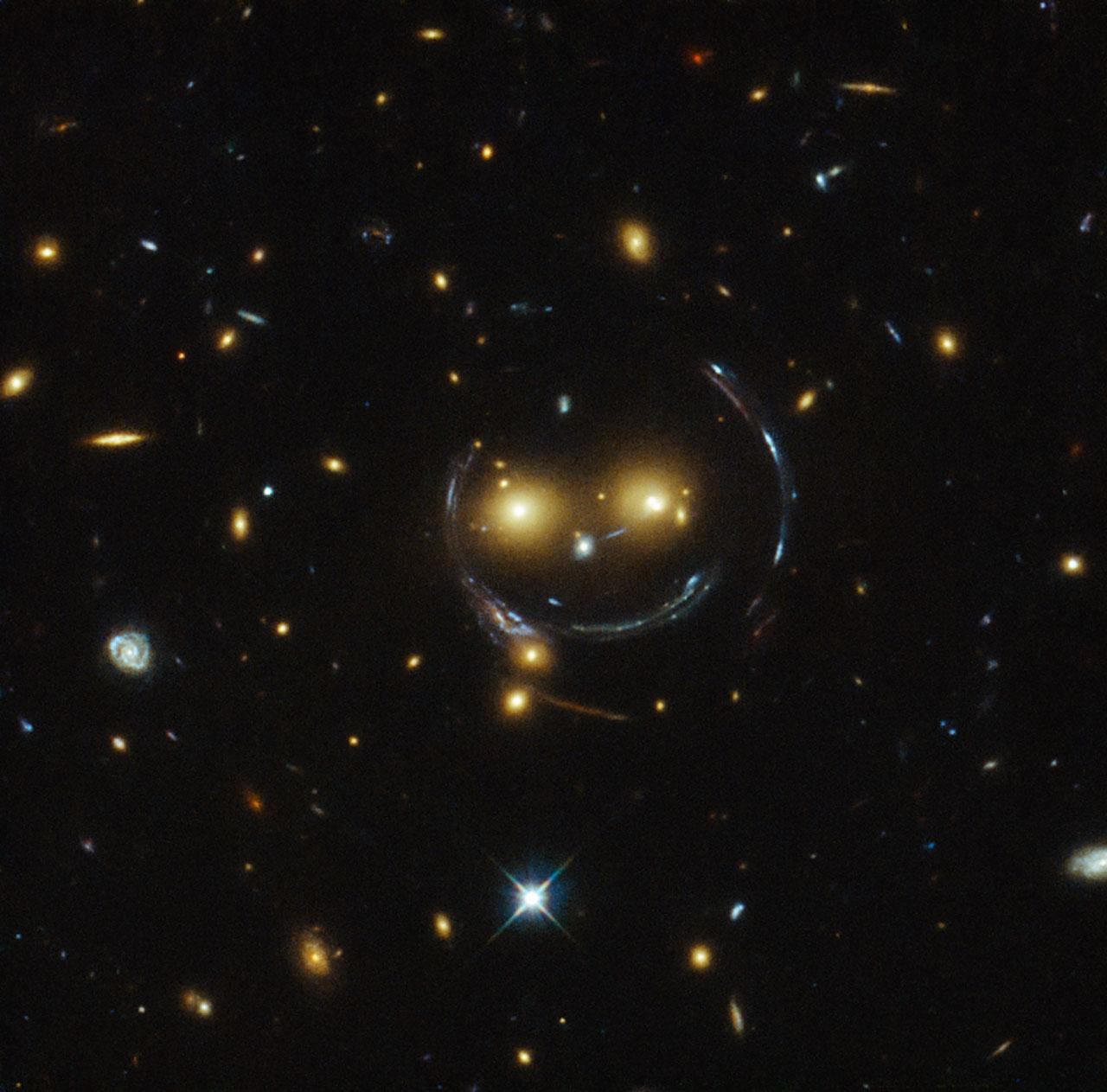 #SolarSunday In this image, taken by Hubble, is the galaxy cluster SDSS J1038+4849 — and it seems to be smiling http://t.co/Hcf9xNiJMn