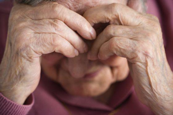 10.500 ancianos han recibido maltratos de sus familiares  http://t.co/7tSMAYogzK 5 de cada 10 no se lo dice a nadie http://t.co/76QlWisywZ
