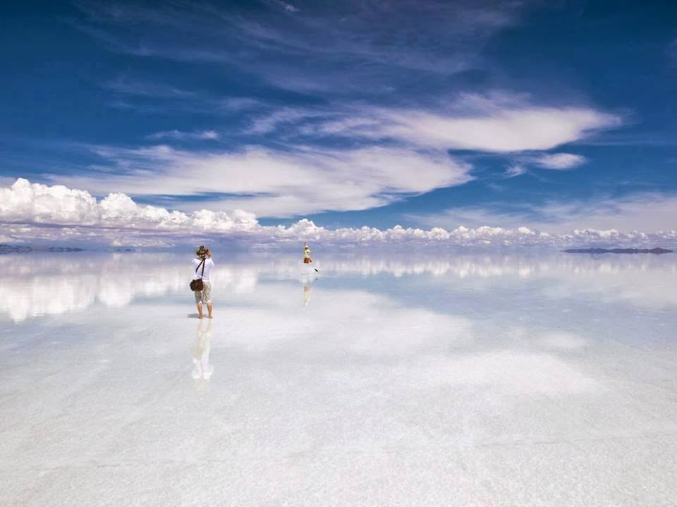 Where the Earth meets the sky in Bolivia. Amazing. http://t.co/2WsBmqSVQZ