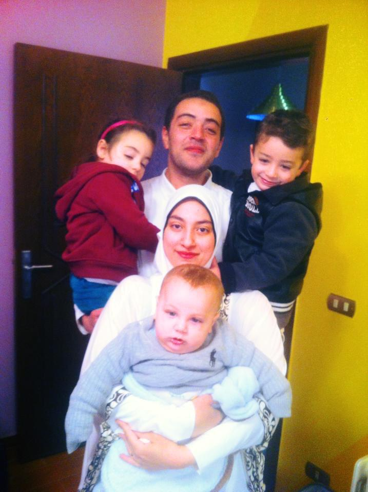 AJE journalist Baher Mohamed's 1st pic with family after being released on bail RT @Flip_Stewart This: http://t.co/jxQGGfjtJf