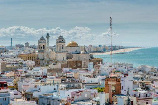 IMAGEN DEL DÍA | Cádiz se llena de chirigotas, pasacalles y diversión en sus #Carnavales2015 http://t.co/Y2IUO03NOb http://t.co/ixWZ95VCKJ