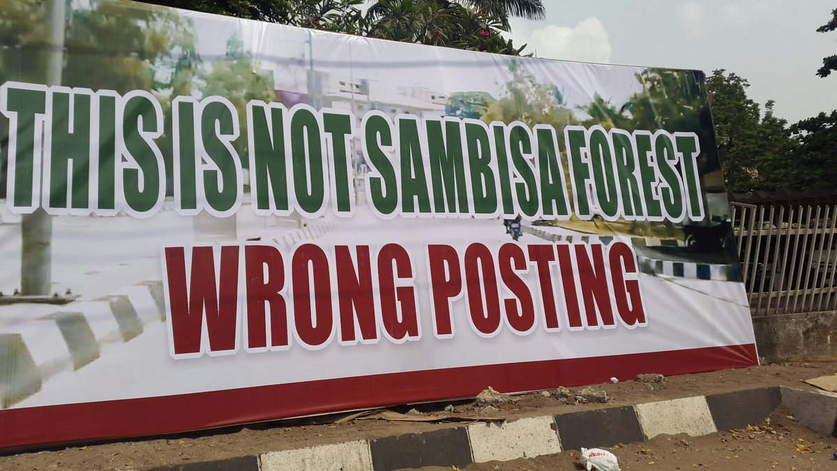 Message found on the fence of @AsiwajuTinubu's house on Bourdillon Road this morning. Someone sure doesn't fear GEJ! http://t.co/4cCMNFqJbY