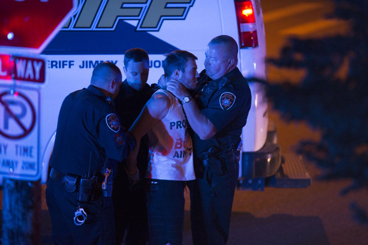 UT student sues KCSO for $2.2M in alleged choking: http://t.co/3UXFjzEYCf (via @jamiescoop) http://t.co/y8FJPLrnEL