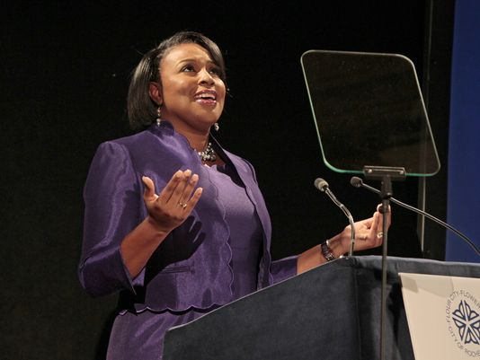 She is a joke - RT @DandC: Mayor Lovely Warren: #ROC's best days are ahead  via @rilzd http://t.co/f9W3Pel2bN http://t.co/EJLX1SNP9Z