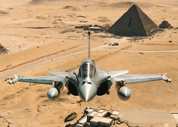 DefesaNet - HO - What does Egypt get for choosing Rafale fighter jet? @Dassault_OnAir http://t.co/322HnzRJTm http://t.co/5pUPlbouIN