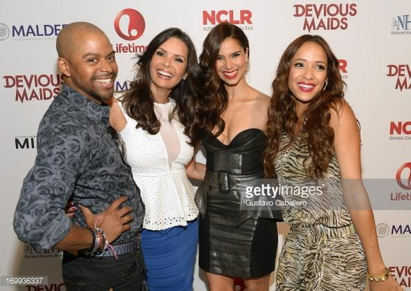 Smiling on the red carpet 4 the #deviousmaids premiere in #Miami @karentsierra @DaniaJRamirez @Roselyn_Sanchez #FBF http://t.co/zQPsGfwN2S
