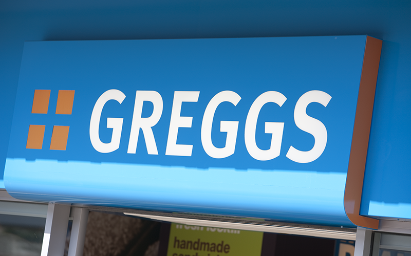 "Glasgow armed robber says ""Give me your f*** money"" and the Greggs worker replies ""Aye right"". http://t.co/3LlyK99wvN http://t.co/8rwnhjQnUM"
