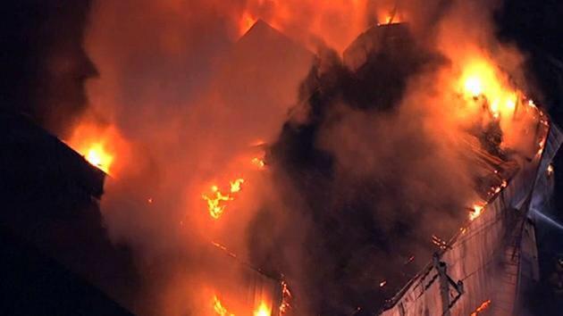 بعد مقتل ٣مسلمين بنورث كارولاينا: حريق بمركز إسلامي، هيوستن. سببه غير واضح حتى الآن #HoustonFire #ChapelHillShooting http://t.co/g9578mjXry