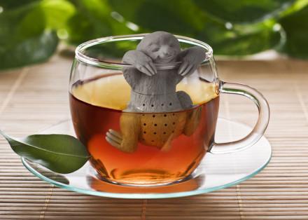 ナマケモノ茶漉し。こいつは気持ちよさそうだけどこのお茶を飲む気にはあまりならない。http://t.co/dz0cQ0EJzY http://t.co/nh0AoKcXh1