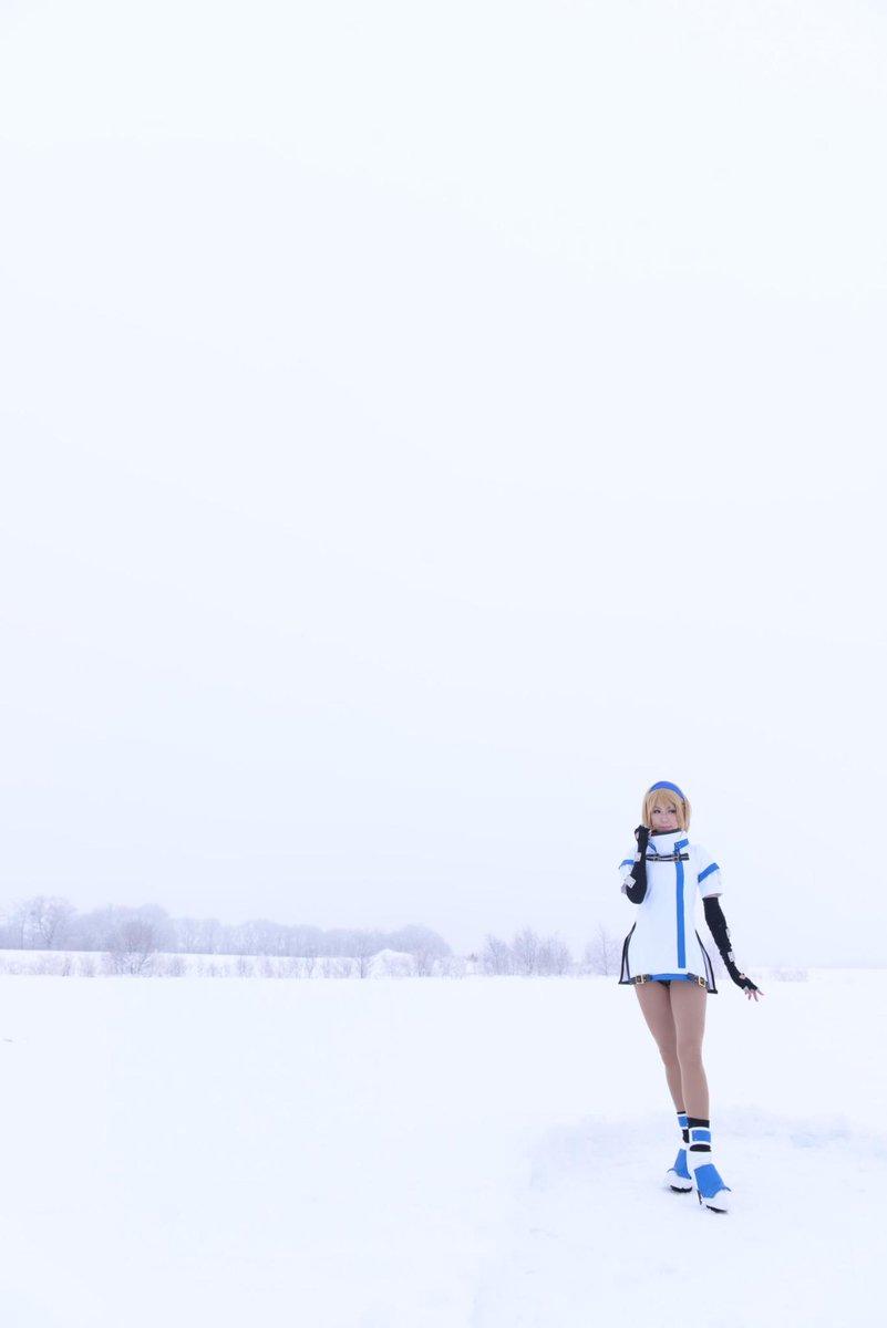 そして三度目の正直で雪のロシアへ…(グンマー)組織から逃亡しているイメージで撮って貰えて嬉しかった! お写真→しなもんさん @cinnamonseeds ミリア→恋 #GGXrd #ギルティギア #guiltygear http://t.co/BNmEwQRg08