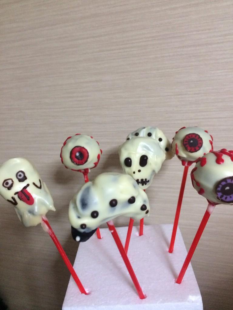 今日はバレンタインなのね。 鳥居みゆき作のケーキポップ。 http://t.co/Z0j6yM1o2w
