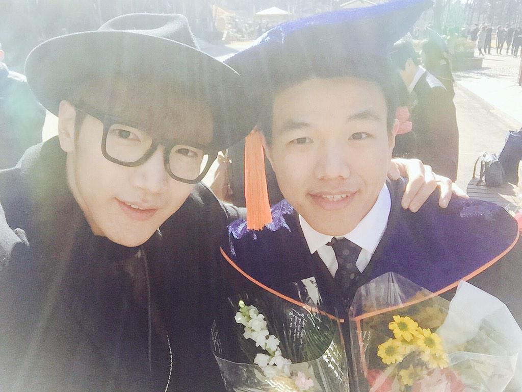 제 동생이 졸업을 했어요! 참 대견스럽다 준현이!! http://t.co/QgSxUcGkEl