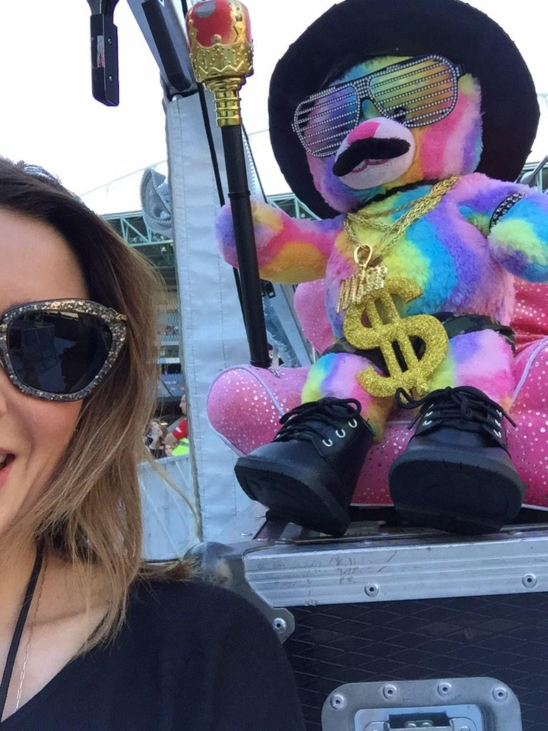 Tour mascot #1D #melbourne #etihadstadium http://t.co/LGbk6zycVs