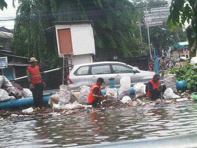 Jakarta's heroes http://t.co/y004Q496