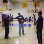 Kobe talks with assistant coach Steve Clifford while Pau & Dwight work in the background. #GoLakers